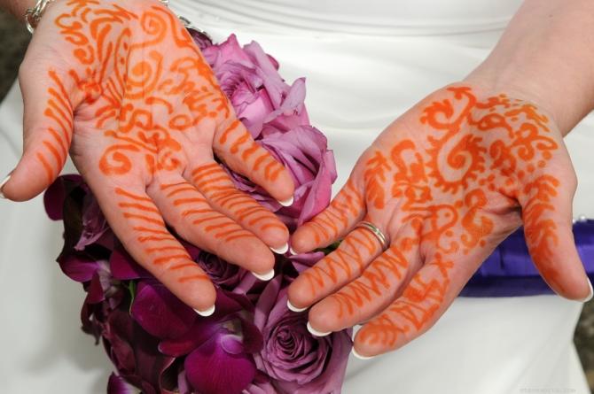 Henna Hands by: Kira Yustak